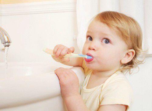 Những điều cần biết khi chăm sóc răng miệng cho trẻ