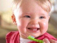 Cách chăm sóc răng cho trẻ từ sớm