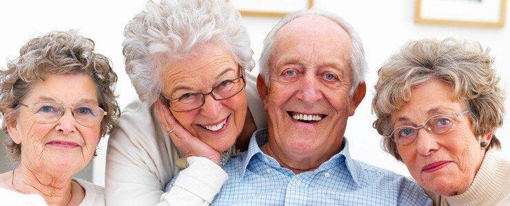 Cấy ghép Implant cho người cao tuổi có nguy hiểm không?