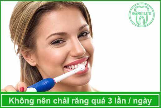 không nên chải răng nhiều lần