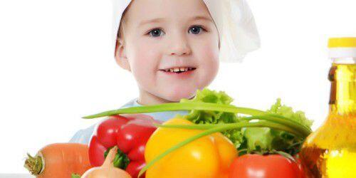 Chế độ dinh dưỡng tốt cho răng miệng của trẻ