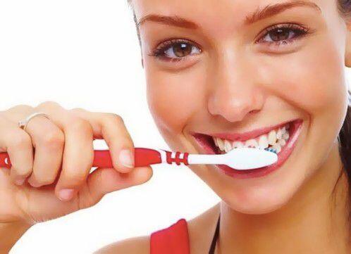 Có nên tẩy trắng răng hay không ?