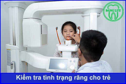 kiểm tra răng miệng cho trẻ