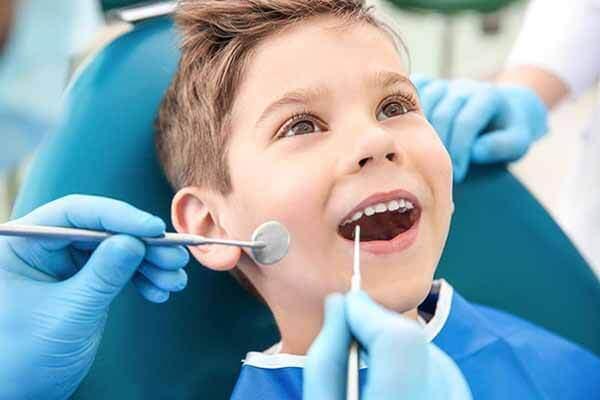 kiểm tra sức khỏe răng miệng cho trẻ