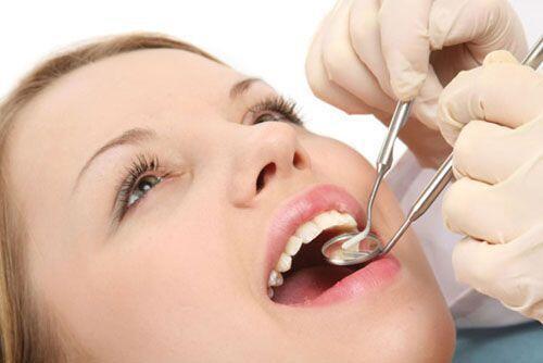 Phụ nữ mang thai có nên nhổ răng không ?