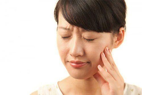 Nghiến răng gây mòn mặt nhai
